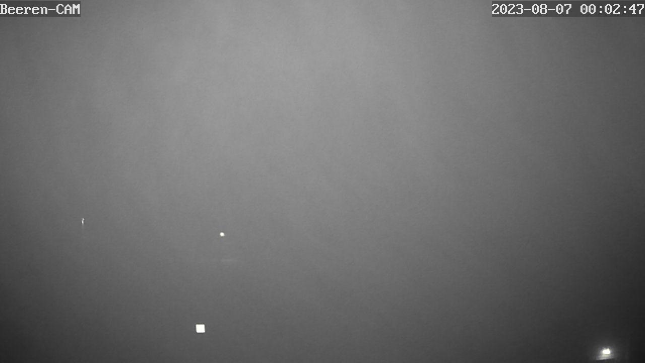 Blick von der Beerenvilla über die Beerenhütte in Zinnwald